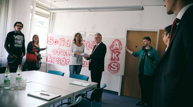 Wir sind keine AbschiebehelferInnen – Unterschriftenübergabe im Sozialministerium Bayern